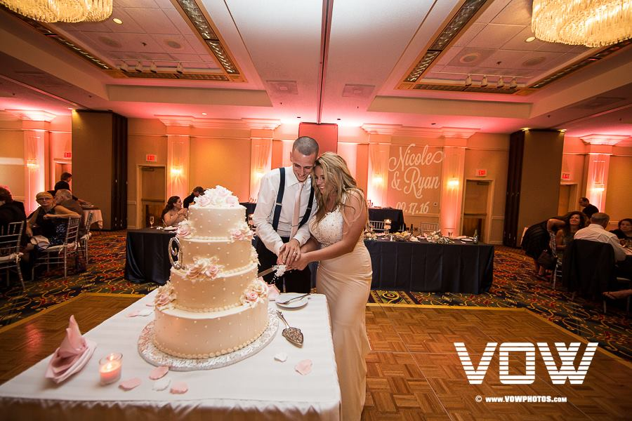 cake-cutting-boston-marriott-peabody-wedding