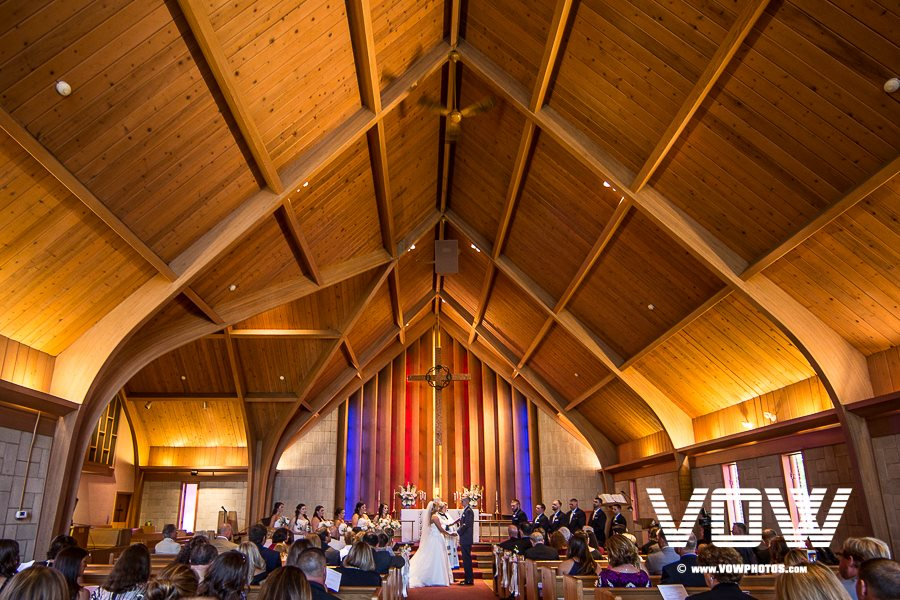 indoor-wedding-church-ceremony