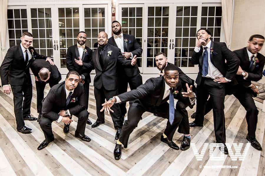 groomsmen-fun-photo-wedding
